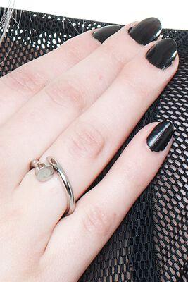 Prsten ve tvaru hřebíku