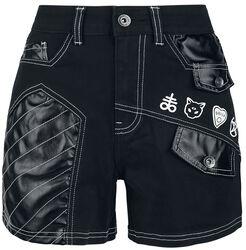 Schwarze Shorts mit weißen Nähten und Patches