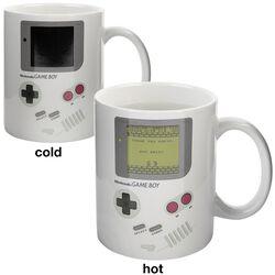 Hrnek Game Boy s potiskem, který se pod vlivem tepla mění